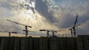construction cranes wtih a cloudy sky