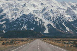 roadway-to-mountains