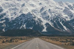 roadway-to-mountains